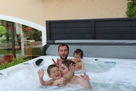 Georges Blanc Parc & Spa : jaccuzi partie en famille