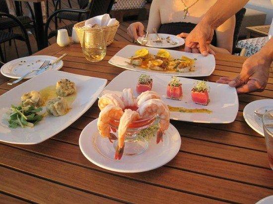 Marival Residences Luxury Resort Nuevo Vallarta: roof top bar food