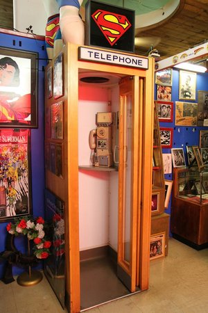 Super Museum : Remember Phone Booths?