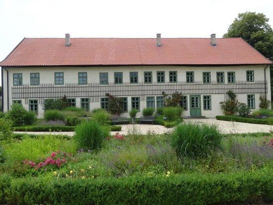 Petershagen, Almanya: Die Gartenseite des ehemaligen Fabrikantenhauses