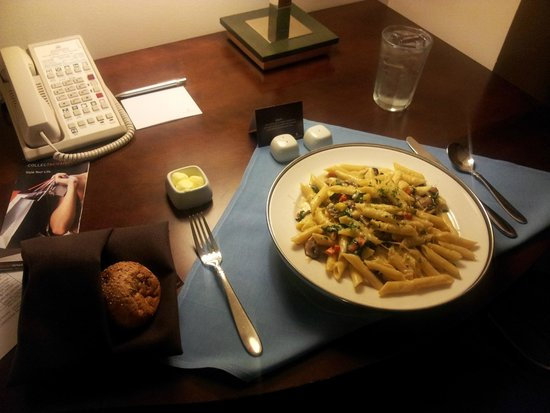 Renaissance Seattle Hotel: Pasta served @ my room