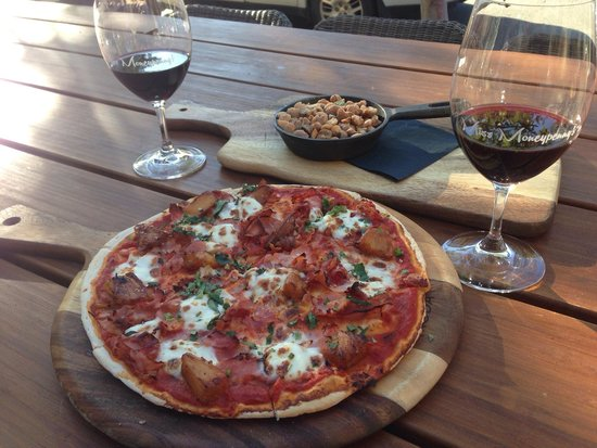 Miss Moneypenny's: Yum!!! Best pizza on Hastings and great $22 lunch special - pizza with 2 drinks!
