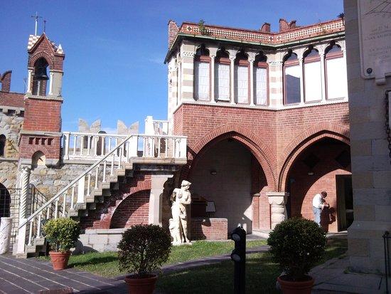 Castello d'Albertis : esterno castello