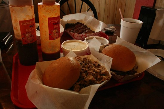 Hickory Hills Barbecue : Our dinner