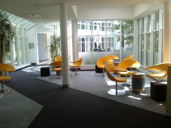 KTC Koenigstein: lounge am empfang