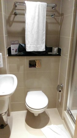"BEST WESTERN PLUS Academy Plaza Hotel: ""Bathroom"""