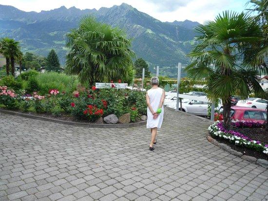 La Maiena Meran Resort: Verso la piscina