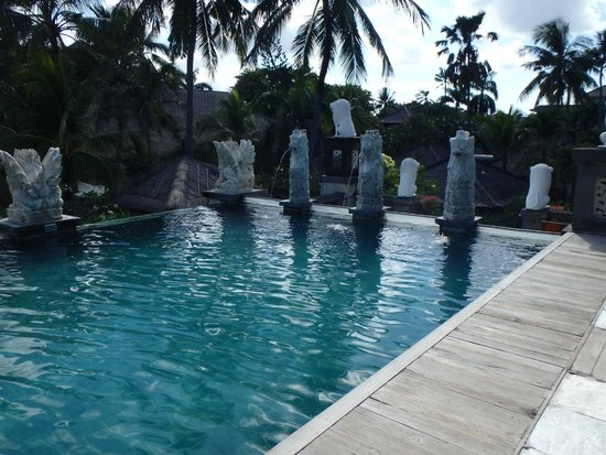 Bali Mandira Beach Resort & Spa: pool at top next to Jaccuzi
