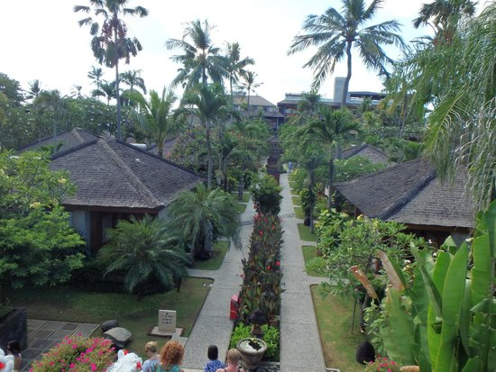 Bali Mandira Beach Resort & Spa: Looking at tower wing in the distance