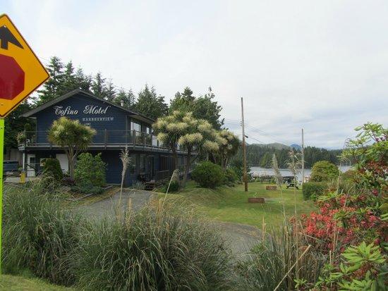Tofino Motel HarbourView: Motel von der Straße aus gesehen