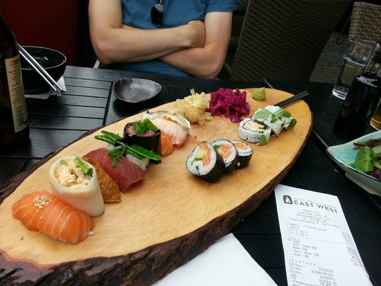 East West -Sushi, Grill, Lounge: Average sushi
