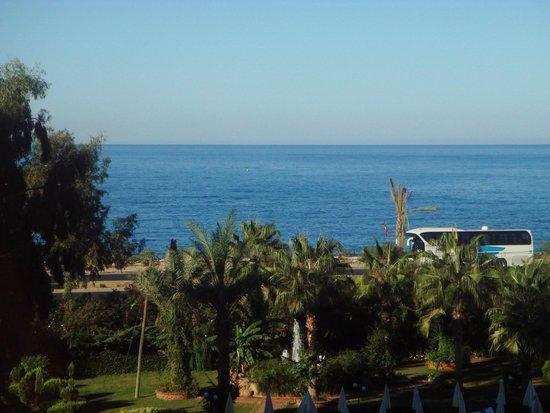 Beach Club Doganay: Вид с балкона и окна