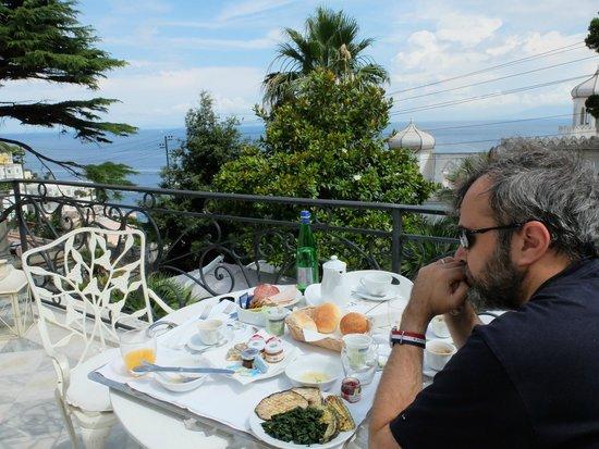 Hotel Excelsior Parco: Petit déjeuner en terrasse