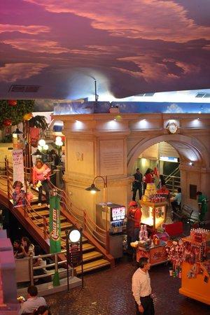 KidZania Santa Fe: Toda la ciudad es techada, clima siempre agradable