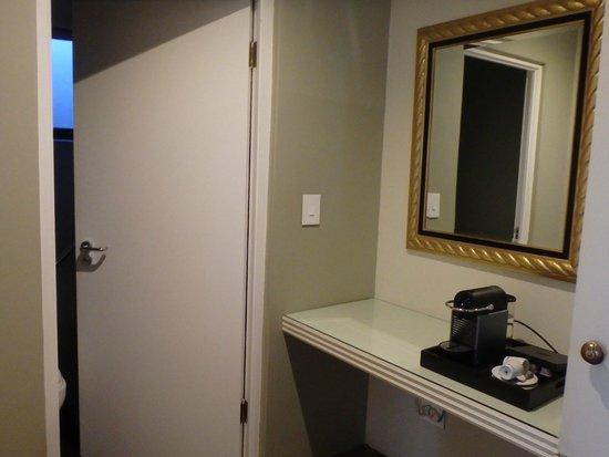 โรงแรมเท็นบอมพาส: Entry with coffee pod machine