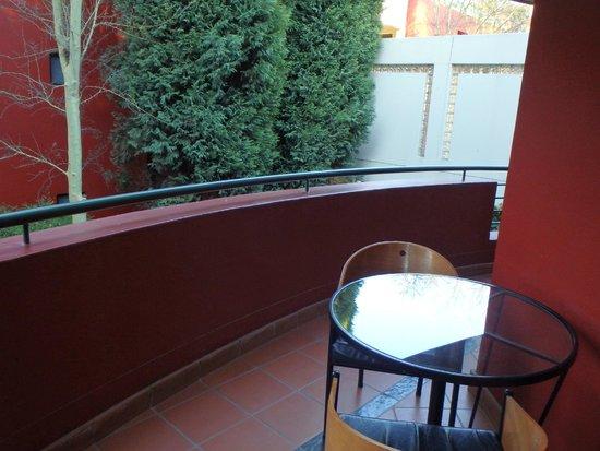 Ten Bompas: Big wrap around balcony