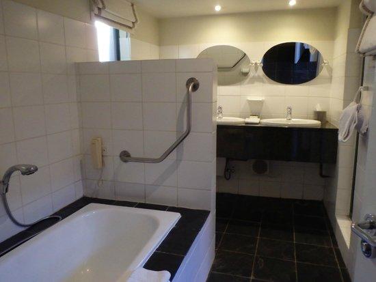 Ten Bompas: Bathroom - shower also has a steamer button