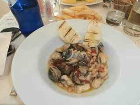 Trattoria la Fiasca: Clams with beans and toasted bread