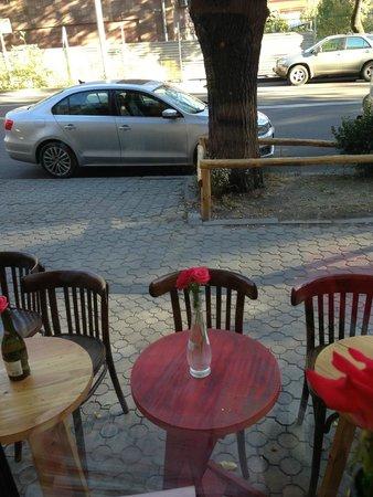 In Vino: sidewalk seating...
