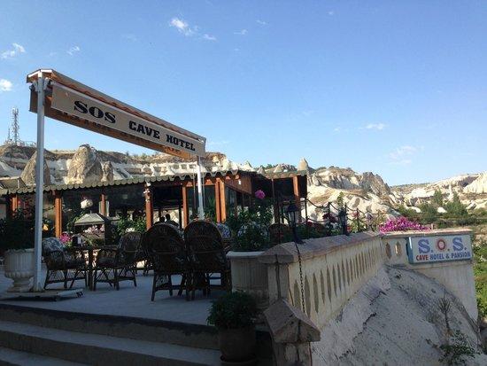 SOS Cave Hotel: 部屋の前からの眺め