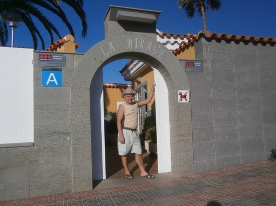 La Mirage Swingers Complex: Вход в отель