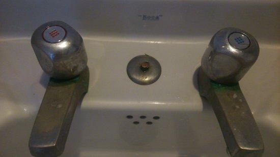 Figuera Park Hotel: griferia baño 2