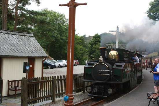Ffestiniog & Welsh Highland Railways: Half way up.