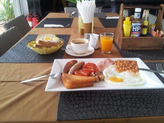 Coco's Bistro: fab english breakfast