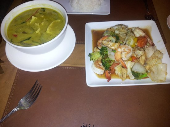 Coco's Bistro: part of the thai menu at place