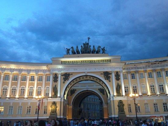 Palace Square (Dvortsovaya Ploshchad): ENTRY