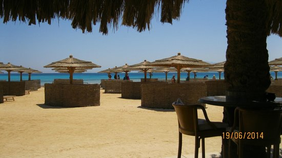 Kempinski Hotel Soma Bay: Private sun loungers for a more intimate and cosy experience