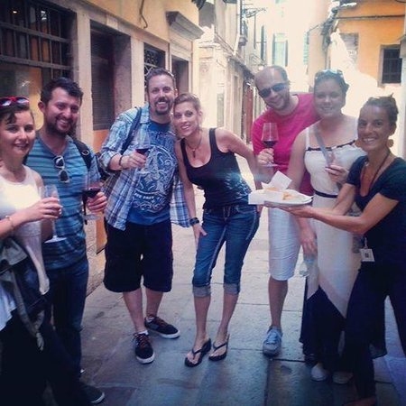 Venice Urban Adventures : Our guide Claire with her group in our morning Cicchetti & Wine departure