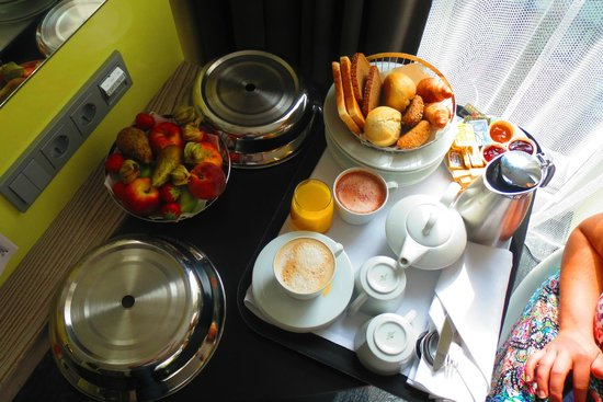 Hotel Indigo Berlin – Centre Alexanderplatz: Breakfast in the room...