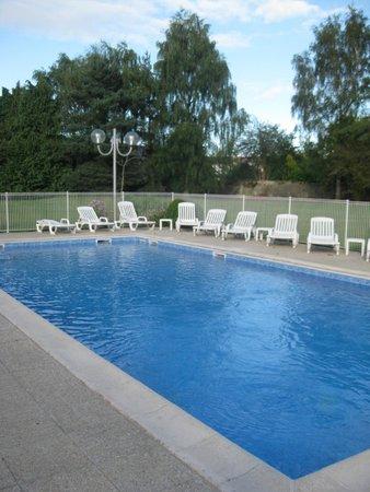 Novotel Bayeux: pool