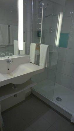 Novotel Nuremberg Messezentrum : Das Bad - sehr sauber.