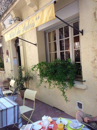 Hotel du Palais: Le petit déjeuner sur la terrasse