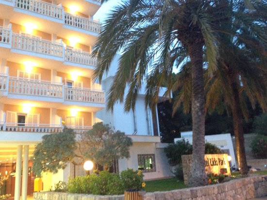 Universal Hotel Lido Park: L'ingresso dell'hotel