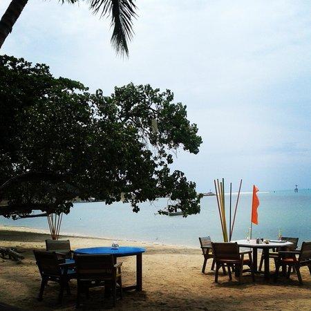 THINK & Retro Cafe Lipa Noi: Think & Retro café beach terrace