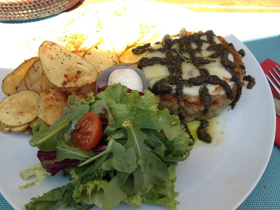BUGO Art Burgers: Salmon Burger with Pesto