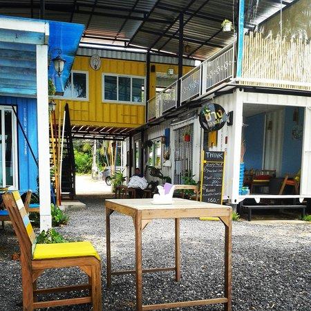 THINK & Retro Cafe Lipa Noi: Think & Retro café - entrance and relax area