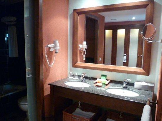 Hesperia Lanzarote : Salle de bain chambre standard