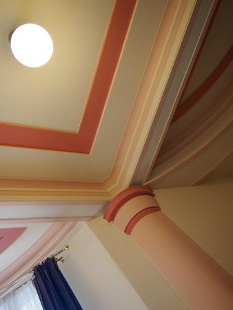 Hotel Ariston & Ariston Patio: 柱や天井がピンクでステキ☆