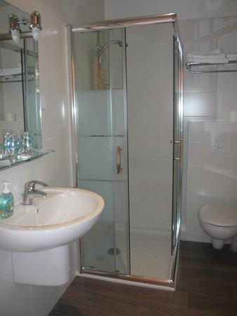 Hotel Parisien : SALLE DE BAIN