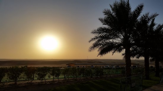 Tilal Liwa Hotel: Sunset