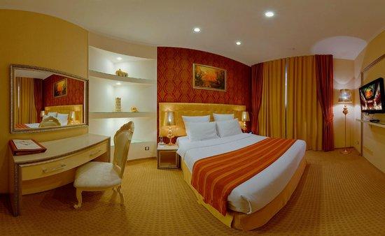 Mer-o-tell Hotel