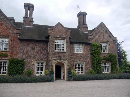 Dunsley Hall Hotel: Frontage from Car Park