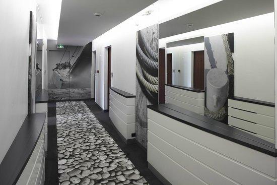 Kyriad Les Sables D'Olonne - Plage : Couloir rénové