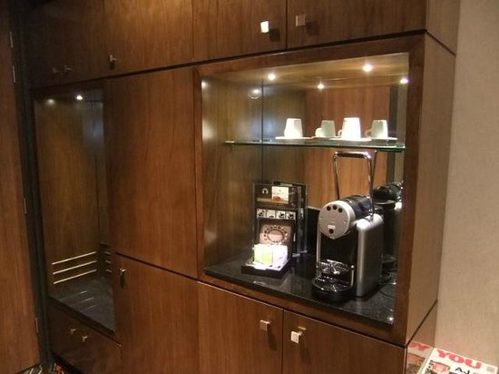 XO Hotels Park West: coffee machine in room