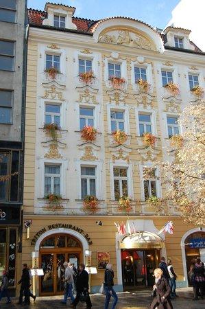 Adria Hotel Prague: Здание отеля