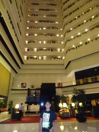 The Oberoi, Mumbai: Lobby in Night again...